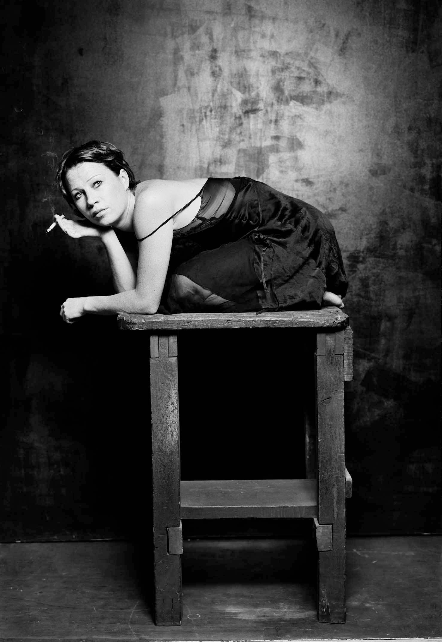 Positivbeispiel und Vorbild: Birgit Minichmayr fotografiert von Jim Rakete. Leider in keinem der Spielzeithefte zu finden.