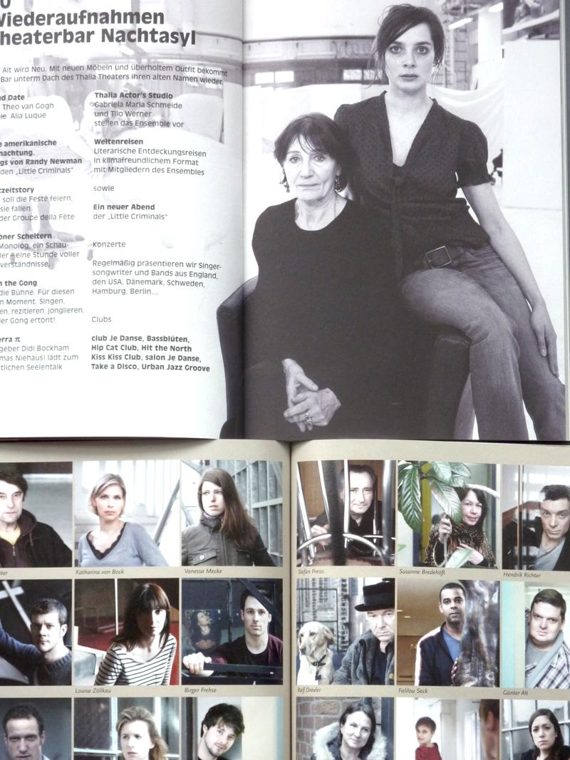 Spielzeitheft Thalia Theater 2012/2013 und Theater Bonn 2011/2012. Foto: Gudrun Pawelke